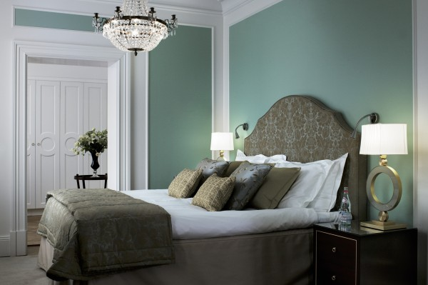 Rum 350 är hörnsviten som är inredd i härliga gröna nyanser. Varje rum har sina egna färgkombinationer men alla har tillgång till Fragrancy butler och Bath butler.