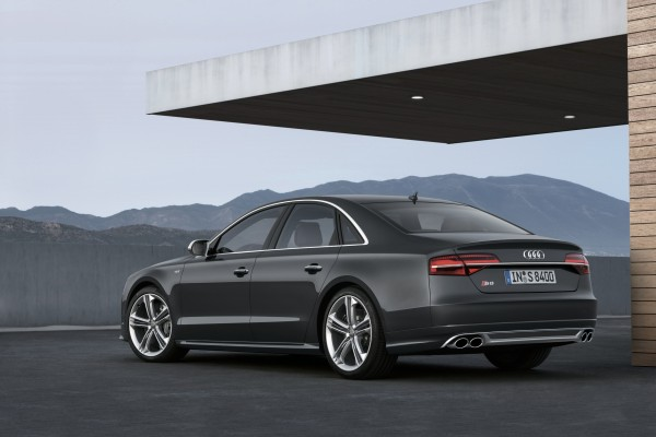 Bilen är sportig men samtidigt maffigt elegant med en sofistikerad touch.